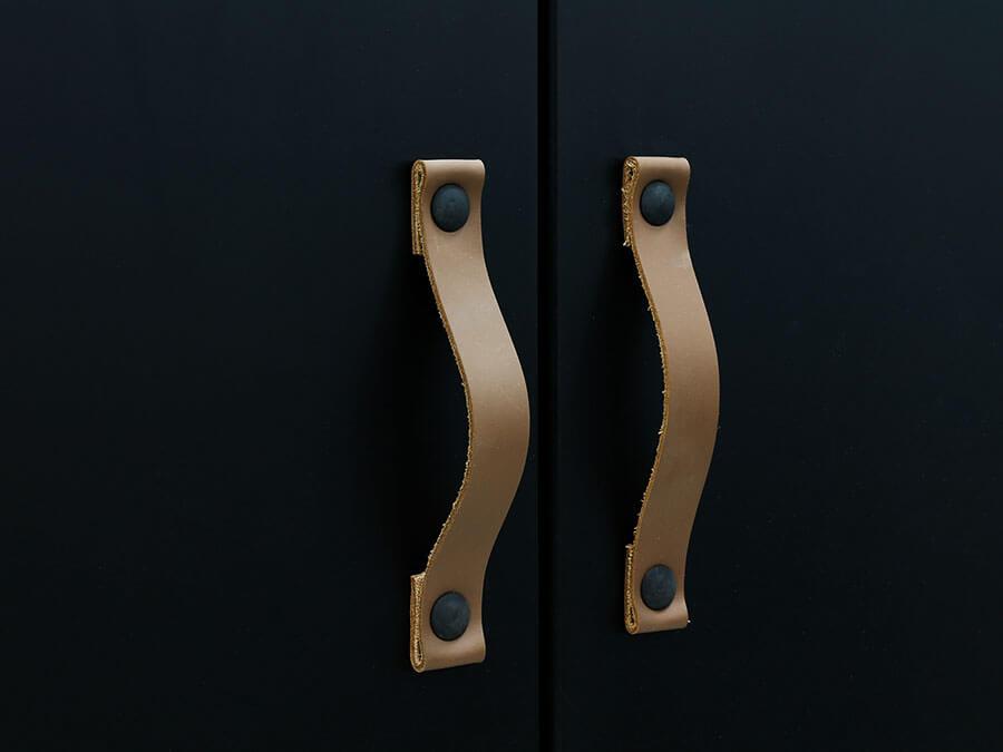 15619719-Bopita-Floris-3-deurs-kledingkast-mat-zwart-handgrepen